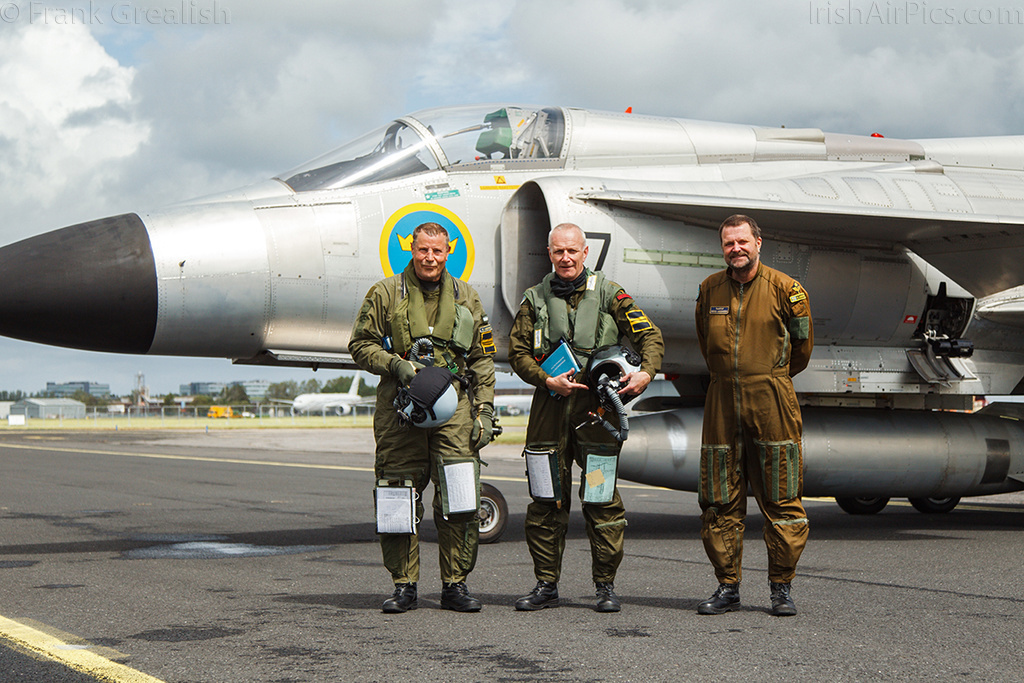SwAFHF pilots Stellan Andersson and Per Weilander, along with technician Hakan Andersson, pose in front of the Viggen after_an_air-to-air photoshoot over County Clare