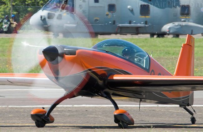 Extra 300L, G-OFFO, 2Excel