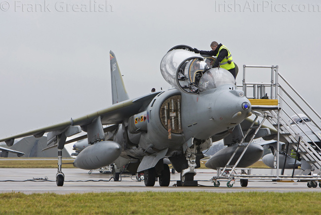 RAF Cottesmore - Harrier T12 ZH657, weather check aircraft, crewing up